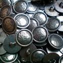 Kalapált antik ezüst fém gomb, Gomb, Gyöngy, ékszerkellék, 15mm átmérőjű antik ezüst színű fém gomb. Minden ékszerkészítési munkához tökéletesen használható.  ..., Alkotók boltja