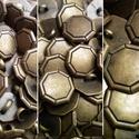 Antik bronz fém gomb, Gomb, Gyöngy, ékszerkellék, 20mm átmérőjű antik bronz színű fém gomb. Minden ékszerkészítési munkához tökéletesen használható.  ..., Alkotók boltja