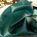 Smaragd zöld  báránybőr , Gyöngy, ékszerkellék, Egyéb alkatrész, A bőrök olaszországból származnak. Fantasztikusan szépek,könnyen varrhatók kézzel . /Kipróbálva!/   ..., Alkotók boltja