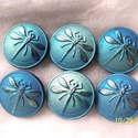 Kék szitakötő 18mm, Gyöngy, ékszerkellék, Cabochon, Ékszerkészítés, Fantasztikusan szép szitakötős gombok.  Ahogy forgatod a fényben , úgy változik a színe, egészen a ..., Alkotók boltja