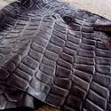 Barna krokodil mintás   báránybőr , Gyöngy, ékszerkellék, Egyéb alkatrész, A bőrök olaszországból származnak. Fantasztikusan szépek,könnyen varrhatók kézzel . /Kipró..., Alkotók boltja