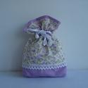Romantikus lila szütyő, Táska, Divat & Szépség, Otthon & lakás, Táska, Neszesszer, Varrás, Virágmintás romantikus szütyő.Alsó részt csipkés szalaggal díszítettem. A belsejét lilával béleltem..., Meska
