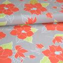 Lulu Flowers - 50cm x 110cm minimum, Textil, Pamut, Varrás, Textil, Amerikai designer anyag, Riley Blake.    Minta: Szürke alapon nagy piros virágok  100% pamut, 30 fo..., Alkotók boltja