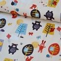 Windy Scenic szürke- 50cm x 110cm minimum egység, Textil, Pamut, Varrás, Textil, Amerikai designer anyag  Minta:erdei állatok szeles időben papírsárkányt repítenek:)  100% pamut, 3..., Alkotók boltja