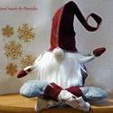Rugany a manó, gnome, karácsonyi manó, házi manó, Dekoráció, Karácsonyi, adventi apróságok, Ünnepi dekoráció, Karácsonyi dekoráció, Baba-és bábkészítés, Varrás, Rugany imád tornászni, vagy csak úgy lábat lógatni. Munkafelügyelőnek is jól bevált:)  A manó filc ..., Meska