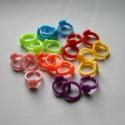 20 db ragasztható műanyag gyerekgyűrű alap , Gyöngy, ékszerkellék, Egyéb alkatrész, Ragasztható, műanyag gerekgyűrű alap a képen látható színekben. 20 db/csomag  Az ár egy csomagra von..., Alkotók boltja