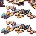 25 db színes fa pillangó, Gomb, Fából készült, színesre festett, vegyes színű csodaszép pillangók, két fúrt lyukkal.  Gombként is fe..., Alkotók boltja