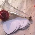 10 db szív kísérőkártya, Dekorációs kellékek, Papír, Papírművészet, 10 db barna / natur vagy fehér színű szív alakú kísérőkártya. Tetején apró lyukkal, ha rögzítenéd e..., Alkotók boltja