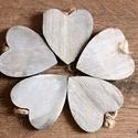 5 db fa szív függő, Fa, Dekorációs kellékek, Famegmunkálás, Mindenmás, 5 db fából készült szív alakú függő dísz, tetején spárgával.  7x6,5 cm  Az oldalán sötét színű.  Ak..., Alkotók boltja