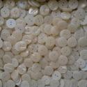 15 mm-es fehér gyogyház gomb 50 db, Gomb, Dekorációs kellékek, Varrás, Gomb, Műanyag 2 lyukú fehér gyöngyház gomb, ahogyan a képen látható. Mérete: 15 mm A csomag ára 50 db gom..., Alkotók boltja