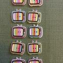 Retro tv gomb, Fa, Gomb, Famegmunkálás, Retro tv gomb, színes. Fa alapanyagú. 1,8 x 2,5 cm. 1 db 30 Ft.  Az ár 10 db-ra értendő., Alkotók boltja