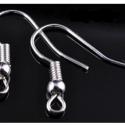 AKCIÓ 150db 18 mm ezüst színű fülbevaló kapocs , Gyöngy, ékszerkellék, Fém köztesek, 18 mm-es ezüst színű fülbevaló kapocs  Nem világos ezüst.  Anyaga: ötvözet.  Az ár 150 db-ra vonatko..., Alkotók boltja