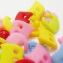 Színes betű műanyag gomb készlet szett - 6db, Dekorációs kellékek, Egyéb kellékek, Betű gombok  Több színben, csak A és C betűk!  Az ár 6db-ra vonatkozik A gombokat véletlensze..., Alkotók boltja