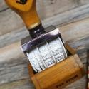 Fa dátumpecsét nyomda  bélyegző PAR AVION NATÚR, Papír, Scrapbook, Designos nosztalgikus fa dátumnyomda  2025-ig lehet vele dátumozni, az aktuális napra kell görgetni ..., Alkotók boltja