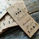 Varrógép Handmade cédula varrásokhoz  - 1cs, Papír, Dekorációs papír, Varrás, Varrógép mintás 'Handmade for you' feliratú cédula  50db/cs  Méret: 5,7 x 2,4cm  Anyaga: 300gsm kra..., Alkotók boltja