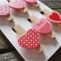 Dekorációs szív mintás facsipesz - Rózsaszín, Dekorációs kellékek, Figurák, Mindenmás, 6 db mintás rózsaszín dekorcsipesz  Méret: kb 4 cm  Ideális ajándékokra, levelekre, csomagolásra.  ..., Alkotók boltja
