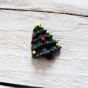 Karácsonyi mintás cabochon kaboson FENYŐFA, Dekorációs kellékek, Gyöngy, ékszerkellék, Zöld színű karácsonyi kaboson   Méret:24 x 19mm  Az ár 1db-ra vonatkozik   Lapos háttal, kitűnően ra..., Alkotók boltja