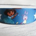 Dora kislány mintás Grosgrain szalag - 22mm, Textil, Szalag, pánt, Egyoldalas nyomott grosgrain szalag.   Méret: 22mm széles   Csomagoláshoz, ajándékokra, képesl..., Alkotók boltja