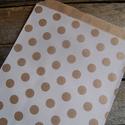 Barna kraft pöttyös papírtasak süteményes zacskó, Csomagolóanyag, Fólia, Mézeskalácssütés, 10 db leheletvékony, finom papírzacskó   Méret: kb. 13 x 18 cm    Ideális saját készítésű sütinek, ..., Alkotók boltja