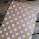 Barna kraft fehér pöttyös papírtasak süteményes zacskó, Csomagolóanyag, Fólia, Mézeskalácssütés, 10 db leheletvékony, finom papírzacskó   Méret: kb. 13 x 18 cm    Ideális saját készítésű sütinek, ..., Alkotók boltja