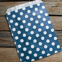 Tengerkék pöttyös papírtasak süteményes zacskó, Csomagolóanyag, Fólia, Mézeskalácssütés, 10 db leheletvékony, finom papírzacskó   Méret: 13 x 16,5 cm plusz ráhajtás  Kék színben   Ideális ..., Alkotók boltja