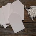 Fehér papírcédula biléta varrásokhoz- 50db, Papír, Dekorációs papír, Varrás, Barna papírcédula madzaggal  50db/cs, mindegyikhez saját FEHÉR madzag  Méret: 4 x 7cm  Anyaga: 350g..., Alkotók boltja