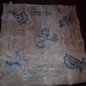 Lila alapon kék mintás kendő, Ruha, divat, cipő, Kendő, sál, sapka, kesztyű, Kendő, Selyemfestés, Kézzel festett és szegett, halvány lila, finoman márványozott alapon klasszikus kék minták. Gőzölés..., Meska