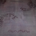 Diszkrét lila hernyóselyem kendő, Ruha, divat, cipő, Kendő, sál, sapka, kesztyű, Kendő, Selyemfestés, Kézzel festett és szegett, lila alapon lila klasszikus mintás 100% hernyóselyem kendő. Gőzöléssel f..., Meska