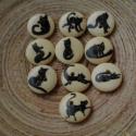 10 db-os, 15 mm-es fekete macskás fagomb csomag, Dekorációs kellékek, Gomb, Varrás, Gomb, 10 db, 15 mm-es, 2 lyukú, vegyes mintás, ekrü színű fekete macskás gombcsomag textilekhez, scrapboo..., Alkotók boltja