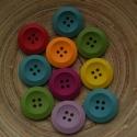 10 db-os, színes fagomb csomag, Dekorációs kellékek, Gomb, Varrás, Gomb, 10 db-os, 25 mm-es, színes, 4 lyukú, fagomb csomag, 7 színből random válogatva. Textilekhez, scrapb..., Alkotók boltja