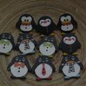 10 db-os pingvines gombcsomag, Dekorációs kellékek, 10 db-os, 25x24 mm-es, pingvines fagomb csomag, a mintákból random válogatva. Scrapbookinghoz, kreat..., Alkotók boltja