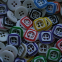 30 db-os, színes gombcsomag, Dekorációs kellékek, Gomb, Varrás, 30 db-os, 13 mm-es,  műanyag  gombcsomag, több színből,  random válogatva. Scrapbookinghoz, textile..., Alkotók boltja