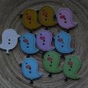 10 db-os, madárkás fagomb csomag, Gomb, 10 db-os, 26x24 mm-es, madárkás  mintás fagomb csomag. Használható díszítéshez, textilekhez, scrapbo..., Alkotók boltja