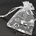 Organza ajándék tasak, Csomagolóanyag, Doboz, henger, Fehér organza tasak, nyomott ezüst színű szívecskés mintával.  Ékszer, egyéb ajándék csomagolására k..., Alkotók boltja