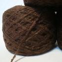 100 dkg csoki-barna bársony fonal, Fonal, cérna, Kevert fonal, Kötés, horgolás, 100 dkg csoki-barna bársony hatású fonal. 2-es tűvel dolgoznék. 10 ezer ft feletti vásárlás esetén ..., Alkotók boltja