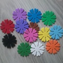 Dekorgumi virág dísz - 4 cm (12db/cs), Dekorációs kellékek, Dekorgumi, Sima dekorgumi virág dísz Átmérője: 4 cm vastagság: 0,2 cm  Vegyes színű csomag: 12 különböző színű..., Alkotók boltja