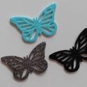 Glitteres dekorgumi pillangó dísz (15 db/cs), Dekorációs kellékek, Dekorgumi, Glitteres dekorgumi pillangó dísz Mérete: 3,2 cm x 5 cm vastagság: 0,2 cm  A csomagban 15 db dísz v..., Alkotók boltja