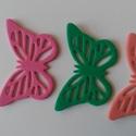 Dekorgumi pillangó dísz  (24 db/cs), Dekorációs kellékek, Dekorgumi, Sima dekorgumi pillangó dísz  Mérete: 3,2 cm x 5 cm vastagság: 0,2 cm  A csomagban 24 db dísz van. ..., Alkotók boltja