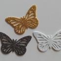 Glitteres dekorgumi pillangó dísz (12 db/cs), Dekorációs kellékek, Dekorgumi, Glitteres dekorgumi pillangó dísz Mérete: 4,1 cm x 6,2 cm vastagság: 0,2 cm  A csomagban 12 db dísz..., Alkotók boltja
