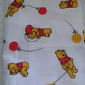 Micimackó mintás vászon, Textil, Vászon, Fehér alapon Micimackó mintás pamut vászon. 140 cm széles az anyag és 0.5 m hosszú. , Alkotók boltja