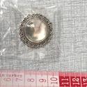 Fém medál üveglencsével, Gyöngy, ékszerkellék, Cabochon, 2,8 cm átmérőjű medál 2 cm átmérőjű üveglencsével.Ezüst és antik bronz színű. Ezüst 4 db Antik bronz..., Alkotók boltja