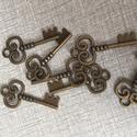Fém kulcs fityegő,medál, Gyöngy, ékszerkellék, Egyéb alkatrész, Fém kulcs antik bronz színben.4 cm hosszú., Alkotók boltja
