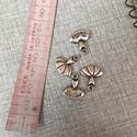 Fém balerina ruha  fityegő,medál, Gyöngy, ékszerkellék, Egyéb alkatrész, Fém balerina ruha ezüst színben.1,7 cm hosszú., Alkotók boltja