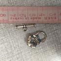 Fém T-kapocs virág, Gyöngy, ékszerkellék, Egyéb alkatrész, Fém T-kapocs virág alakú ezüst színben.2,3 cm hosszú.Karkötő készítéshez. , Alkotók boltja