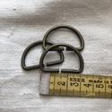 Antik bronz félkarika 3 cm, Csat, karika, zár, Varrás, Mindenmás, Antik bronz  színű fém félkarika 3 cm széles hevederhez. Mennyiségi kedvezmény! 50 db felett - 10% ..., Alkotók boltja