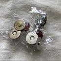 Mágneskapocs 18 mm, Csat, karika, zár, Varrás, Mindenmás, 4 részes mágneskapocs. 18 mm átmérőjű. Az anyagra poci lyukakat kell csinálni,átdugni a kapocs egyi..., Alkotók boltja
