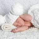 Pomponos baba sapi fotózásra, Ruha, divat, cipő, Kendő, sál, sapka, kesztyű, Sapka, Kötés, Ezt a nagy méretű pomponnal készült kötött babasapit kimondottan fotózásra alkottam meg.Kisebb mére..., Meska